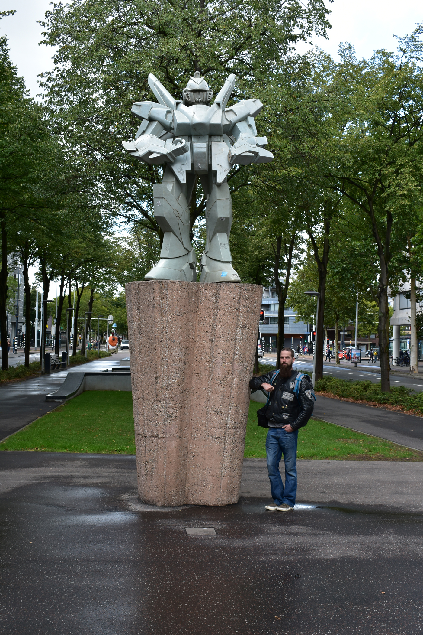 Transformer statue in the middle of Rotterdam.