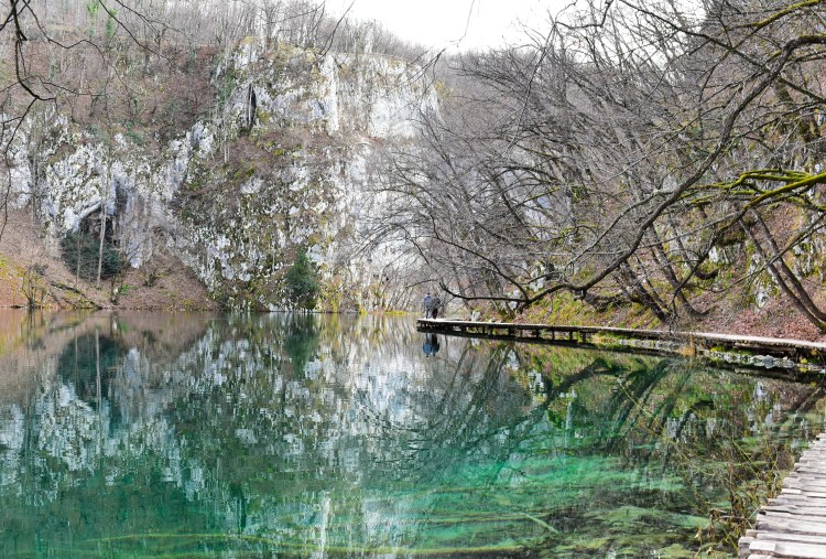 Reflection of the white cliffs perfectly mirrored in the calm turquoise lake